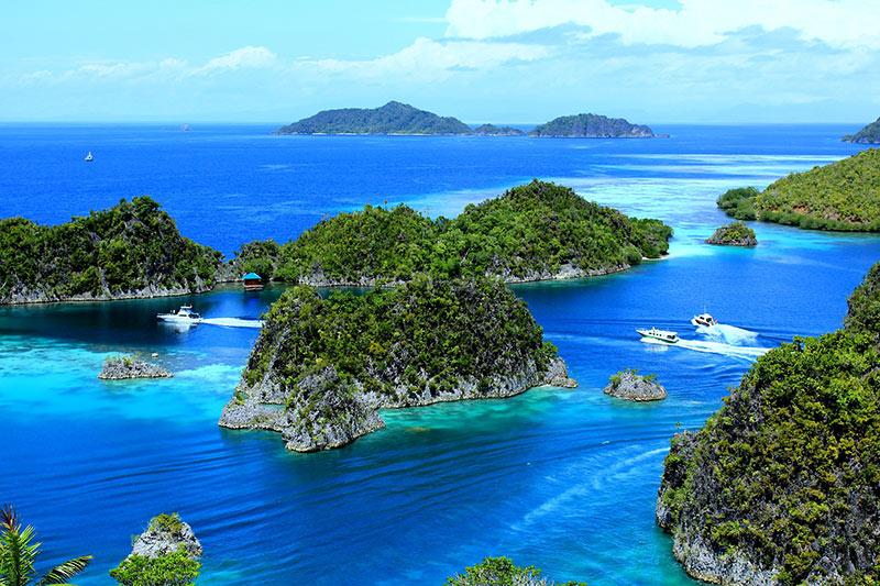 ScubaAroundTheWorld.com - scuba diving Raja Ampat archipelago