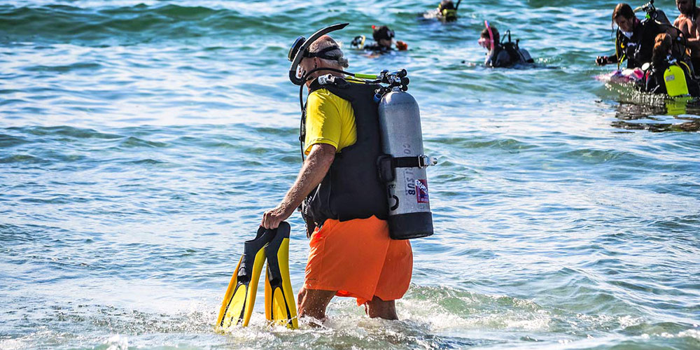 ScubaAroundTheWorld.com - Ultimate buying guide for the best BCD for scuba diving